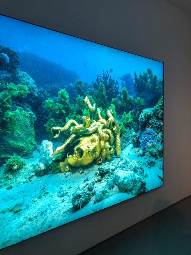 מוזיאון-חיפה-לאמנות-תערוכה-פייק-ניוז-אוצרות-הספינה-הטרופה-שלא-תיאמן-דמיאן-הירסט2-1440x1920.jpg